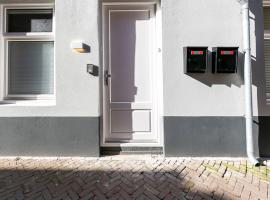 Charming Apartment in Den Haag near The Art Museum, apartment in Scheveningen