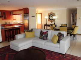 Topaz Cove Luxury Villas, hotel near Greenstone Shopping Centre, Edenvale