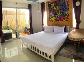 Jingle Bells Resort, hotel in Ko Larn