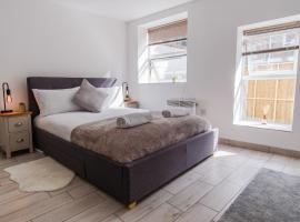 Studio Candy ✧ High Street, apartment in Bournemouth