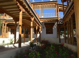 WelcomHeritage Lha-ri-sa Resort, hotel in Leh