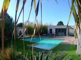 Villa avec piscine, spa, calme, proche de la mer., hotel with jacuzzis in Cap d'Agde