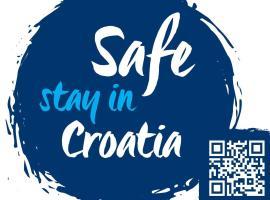 MIRTA superior app 4 star by the sea &park, hotel in Novigrad Istria