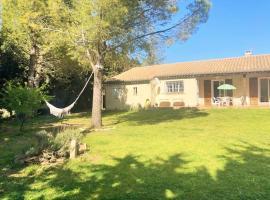 Villa 110m2, 6 pers, 3 chambres, terrain clos et arboré 2500m2, hotel near Cavayere Lake, Trèbes