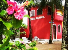 Pousada Coruja Branca, guest house in Berlinque