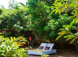 Tropical house in Nusa Dua. Beach in 150m. Garden. Fast to airport! Fast internet, villa in Nusa Dua