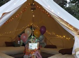 Family Bell Tent up to 6pax, holiday rental in Singapore