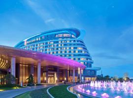 HUALUXE Nanjing Yangtze River, an IHG Hotel、南京市のホテル