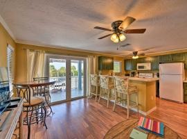 Gulfview Lido Key Gem - Walk to Beach and Shops, budget hotel in Sarasota