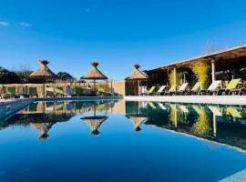 Lodges en Provence - Ecogîtes & Restaurant insolites, hotel in Richerenches