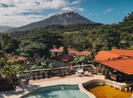 Miradas Arenal Hotel & Hotsprings, hôtel à Fortuna
