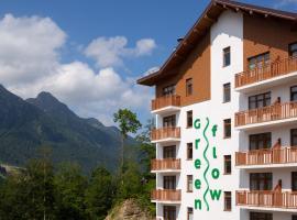 Green Flow Hotel Rosa Khutor, viešbutis mieste Estosadok
