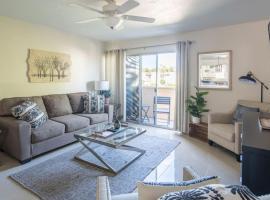 WanderJaunt - Mavis - 2BR - Old Town Scottsdale, apartment in Scottsdale