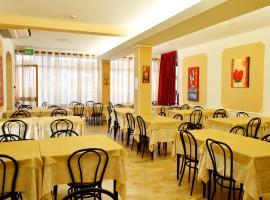 Room in Guest room - New Hotel Cirene Triple Room Economy half pension package, alloggio in famiglia a Rimini