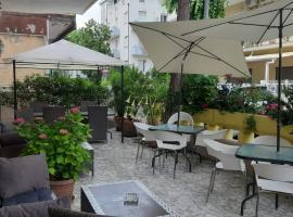 Room in Guest room - New Hotel Cirene Triple Room Comfort half pension package, alloggio in famiglia a Rimini