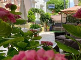 Room in Guest room - New Hotel Cirene Triple Room Comfort with full pension, alloggio in famiglia a Rimini