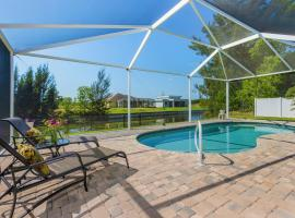 Amazing outdoor living on a freshwater canal, 4 bedrooms, pet-friendly - Villa Becky, haustierfreundliches Hotel in Cape Coral