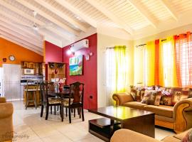 Emerald 24 hours security 10mins From Ocho Rios Whole house sleeps up to 4 person free Wi Fi Fantasic Ocean View Free Cable Wi fi Constant Hot Water, villa in Ocho Rios