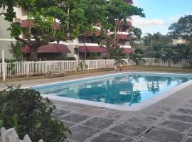Rooms By the Pool, hotel with pools in Kingston