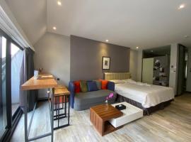 3 Door Hotel, hotel in Tainan