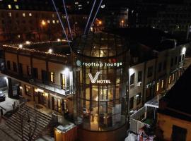V Hotel&Rooftop lounge, отель во Владивостоке