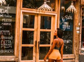 La Facha Hostal Restaurant Surf, hotel em Mompiche