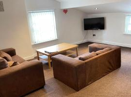 No 8 - LARGE 2 BED NEAR SEFTON PARK AND LARK LANE, hotel in Liverpool
