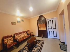 IMPERIAL COTTAGE, HILL BUNK OOTY, apartment in Ooty