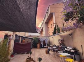 studio domloc, hotel with jacuzzis in Carcassonne