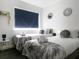 Bright Fieldhouse Contractor and Family House inc Free Parking by ComfyWorkers, hotel in Leicester