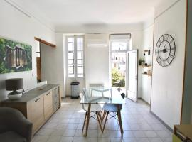 Large Apartment with Quiet Terrace, hotel in Marseille