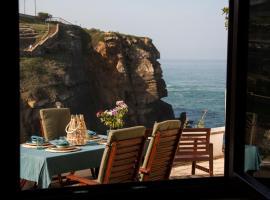 Um Lugar ao Sol Beach House Azenhas do Mar, apartment in Sintra