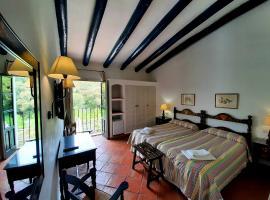 Finca Valbono Apartamentos Rurales y Hotel, hotel en Aracena