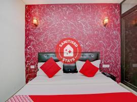 OYO 79868 Manvi Palace, hotel en Faridabad