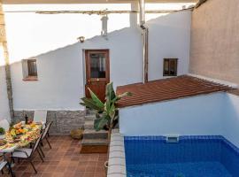 Valsain Lodge con piscina y patio privado, villa in La Pradera de Navalhorno