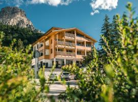 Garni Larix, hotel in Colfosco