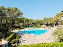 Superbe vacances au soleil, hotel with pools in Saint-Raphaël