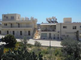 Niki Court Holiday Apartments, hotel near Ayia Kyriaki Chrysopolitissa Church, Paphos