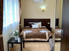 Гостевой дом Нинель, family hotel in Gelendzhik