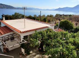 Sea Home Salamis island, vacation home in Aiándion