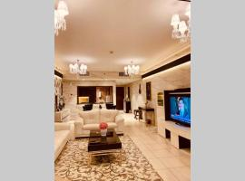 Luxurious Pool View Apt in the Heart of Downtown., apartment in Dubai