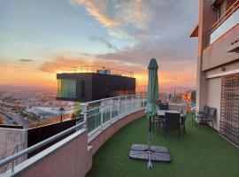 Villa con Piscina privada y jardín a 5 minutos del centro , Vistas desde nuestras terrazas 360º a Sierra Nevada y la ciudad, casa o chalet en Granada