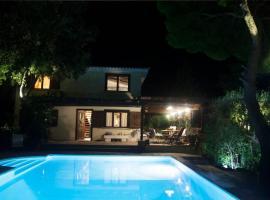 villa eleni, pet-friendly hotel in Sounio