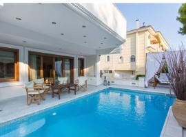 Villa Ariadne, hotel with pools in Athens