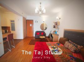 TheTajStudios.Com, apartment in Noida