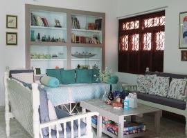 VILLA SANDRIN-Near White Town and Beach, apartment in Pondicherry
