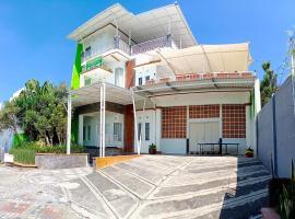 Permata Villa II, hotel with pools in Batu