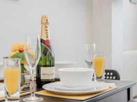 Modernview Serviced Accommodation Watford Junction 1 Bedroom Apartment, budget hotel in Watford