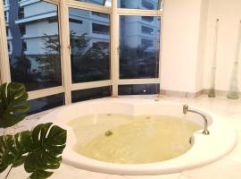 House with private Jucuzzi POOL inside, hotel in Kuala Lumpur