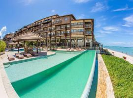 Barra Bali: Resort Beira Mar, hotel with jacuzzis in Barra de São Miguel